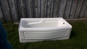 Bath Tub 3 years old (Conditionally Sold)