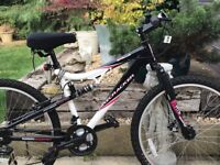 "17"" Apollo Firecracker mountain bike like new"