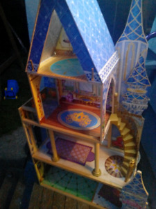 Lil girls Disney's princess doll house