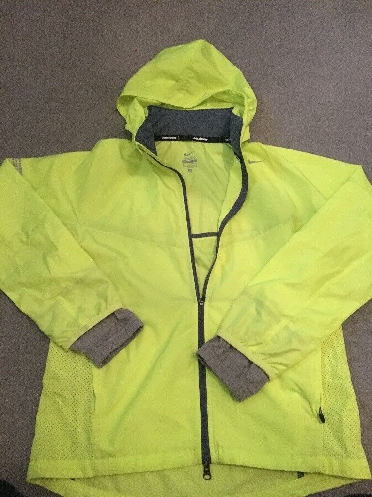 Girls Nike running jacket age 10 12in FalkirkGumtree - Girls Nike running jacket age 10 12. Hood can be zipped away if required. Thumb holes in sleeves