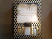 Baylis and Harding robe gift set