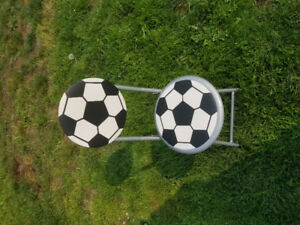 Foldable soccer chair
