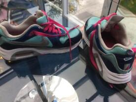Girls/ladies Nike air trainers size 5