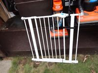no 11 ) clean lindam stair gate with fittings