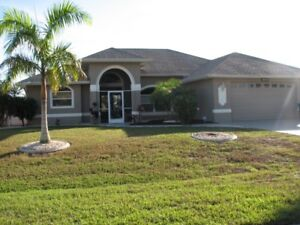 (((( CAPE CORAL EXECUTIVE WATERFRONT VACATION HOME ))))