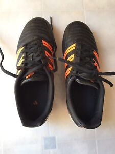 Outdoor soccer shoes size 5