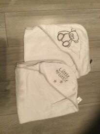 2 Hodded Baby Towels