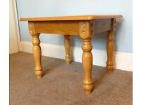 Solid Pine Coffee Table with Detailed Legs H19in/48cm W24in/61cm D21in/53.5cm