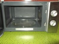 LOGIK Microwave Oven 700 Watts output. £28.00
