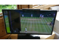 "Samsung 32"" Smart LED television TV, UE32ES5500 model, spares or repair screen crack"