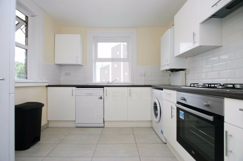 Perfect For Sharers, Four Double Bedroom Flat, Moments To Finsbury Park Tube, Excellent Value