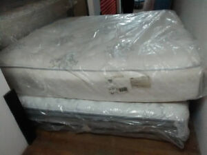 Brand New KING PLUSH Simmons BEAUTYREST Mattress-Free Delivery