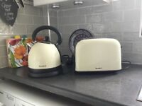 Kettle and toaster set - cream colour. Breville. Good condition. Selling due to change of decor.