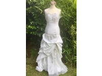 🌺 STUNNING WHITE STRAPLESS WEDDING DRESS ADJUSTABLE 10-12. LACE-UP BACK FEATURE BRAND NEW PERFECT