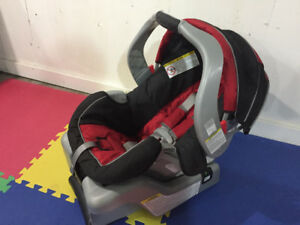 Graco Car Seat with base - SnugRide30