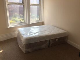Double room, couples welcome, move today