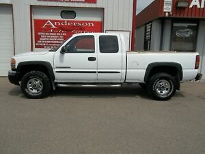 2004 GMC Sierra 2500HD SLE Ext. Cab Short Bed 4WD