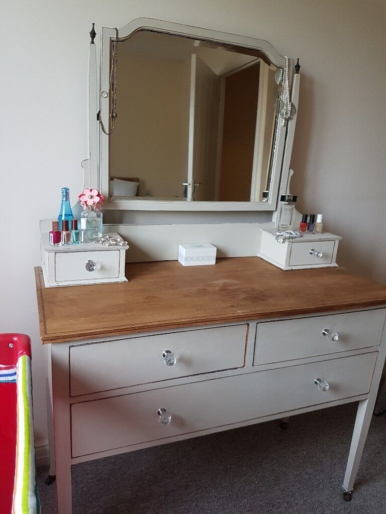 Shabby chic dressing table finished with beautiful crystal shabby chic dressing table finished with beautiful crystal handles geotapseo Images