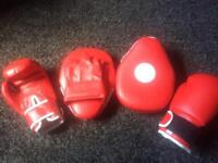 Kids boxing gloves and spa pads