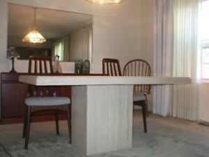 BEAUTIFUL //  DINING room table /// GENUINE  MARBLE