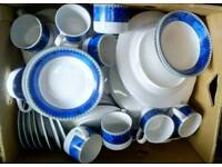 Dinner service in white and blue.