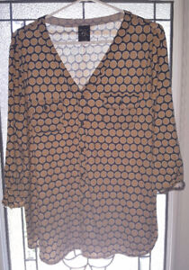 "Beautiful ""George"" polyester/spandex shirt size 2X (18W-20W)"