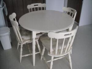Table de Cuisine et chaises en bois