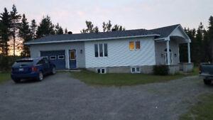 Maison à vendre construite sur un lot( possibilité de fermette)