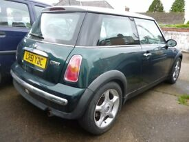 "BMW Mini Cooper with top of the range ""Chilli Pack"" with white panoraminic electric sunroof"