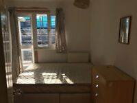 HUGE SINGLE ROOM WITH PRIVATE BALCONY £130 pw (bills inc)