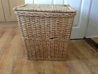 Wicker laundry basket with lid - very clean and from smoke free and pet free home
