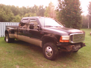 2000 Ford F350 7.3 Diesel Lariat dually 6 speed standard.