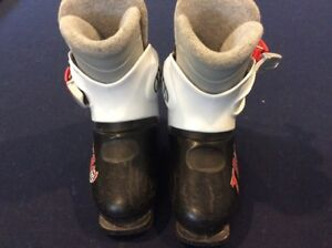 246 mm youth ski boots