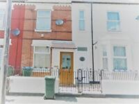 A Well Presented 3 Bedroom House Available Now For Students!!