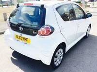 TOYOTA AYGO 1.0 VVT-I ICE 5d 68 BHP Ideal for a first time dri (white) 2012