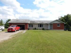 Large Bungalow in the Hamlet of Mt Vernon