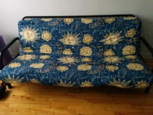 Beau sofa lit propre confo 45$ possibilité de livrai