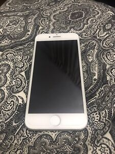 iPhone 7 32gb white/Silver Locked to Rogers