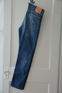 Levi's jeans selling at 20$ only