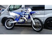 2001 Yamaha YZ125 motocross bike