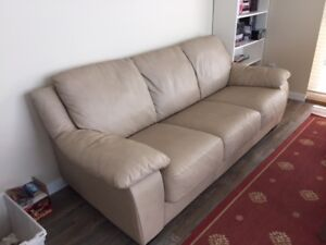 Leather couch hideabed