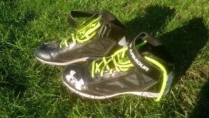 LIKE NEW Under Armour football shoes/cleats, sizes 8 and 9.5