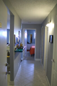 BRIGHT Updated one Bedroom Condo. Close to University.