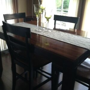 Counter height table Incl 4 chairs