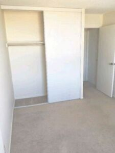 1 Master ROOM in BEST PLACE for STUDENTS ! NO CONTRACT!!!!!