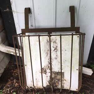 Hanging hay feeder stall fence