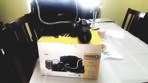 Nikon D5200 24.1mp w/ 18-140mm lens (ALMOST BRAND NEW)