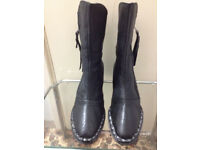 New woman's really leather Boots in black colour at 70% off retail price