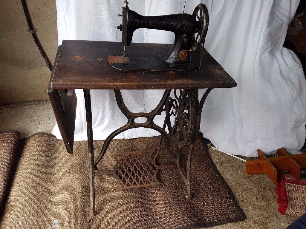 Antique Vintage Singer Sewing Machine with Table Restoration Project