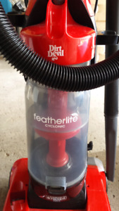 Dirt Devil featherlite cyclonic vacuum cleaner
